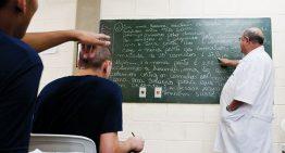 Jovens em conflito com a lei relatam problemas ao voltar para o ambiente escolar