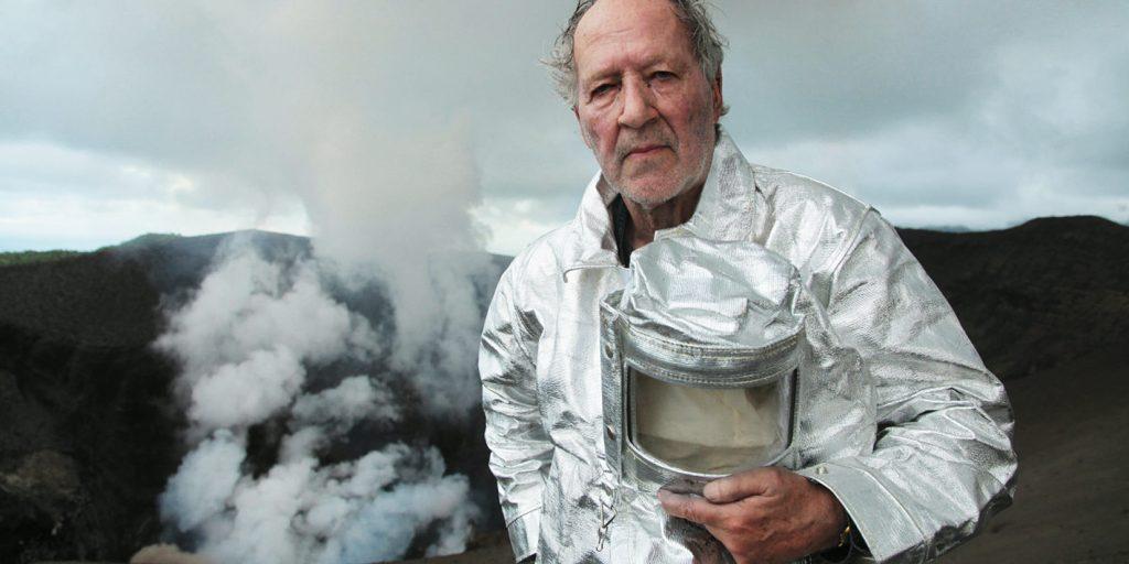 O alemão Werner Herzog e seu Visita ao inferno, filme que explora incríveis imagens e mitos em torno da figura do vulcão