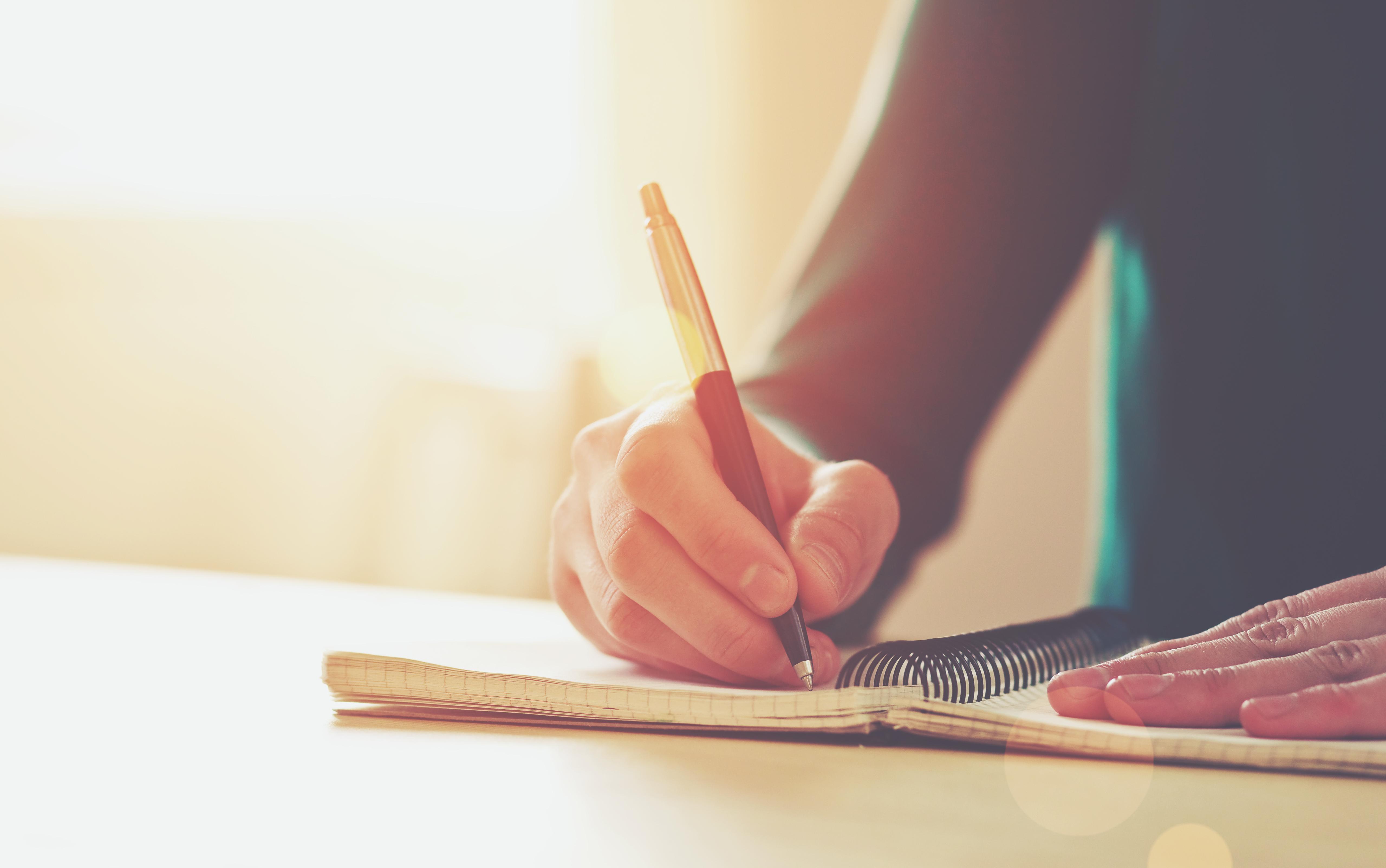 Níveis de alfabetização de jovens e adultos seguem alarmantes, segundo relatório da Unesco