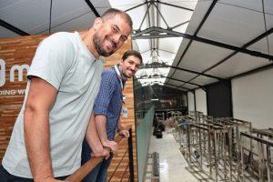 Arapuan Netto (à dir.), reitor da Unisuam, e Marcus Moraes, sócio-fundador da Mude