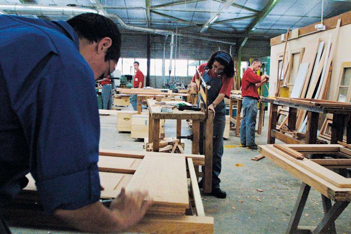 Na Escola de Produção Boisard, os alunos executam projetos reais encomendados por empresas ou clientes particulares