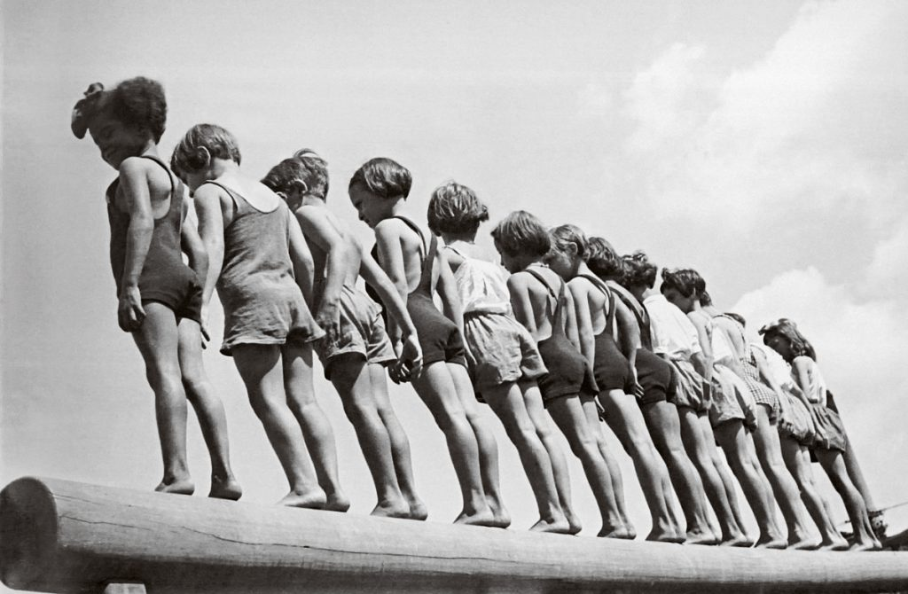 A escolarização busca apagar os traços particulares de linguagem em prol de uma ideia universalista | © Reprodução/BJ Duarte Caçador de imagens