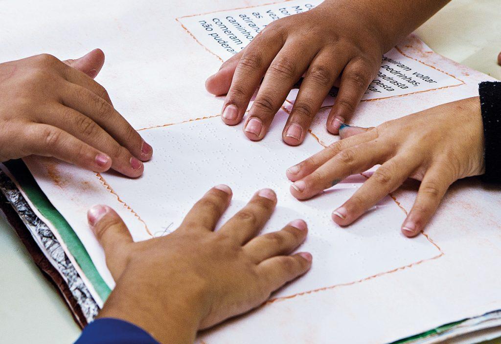 Alunos são apresentados ao braile | Foto: © Secretaria da Educação do Estado de São Paulo