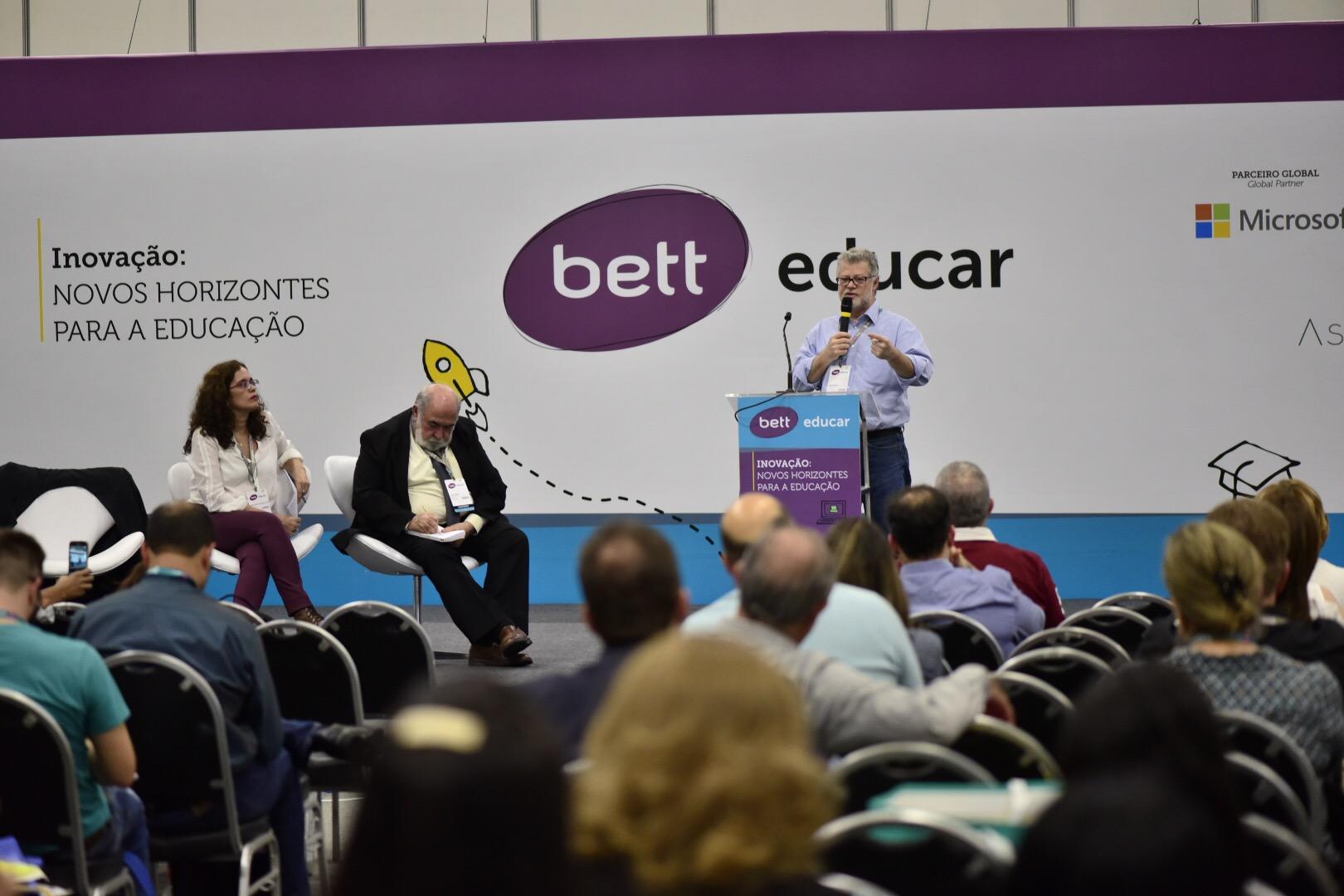Jornalistas debatem a cobertura educacional durante o evento Bett Educar (Crédito: Gustavo Morita)