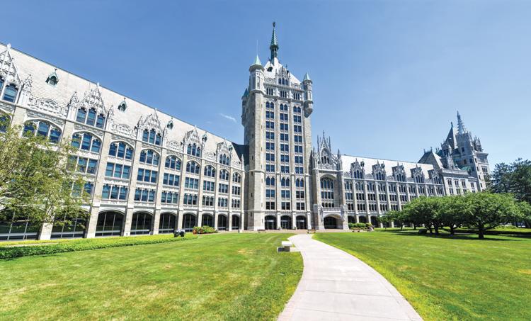Prédio da State University of New York: matrículas reduzidas para incluir mais alunos no ensino superior