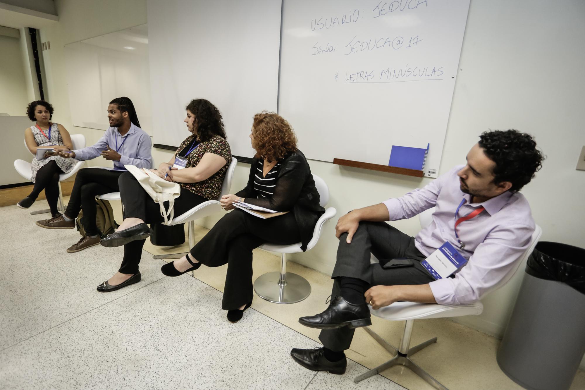 Convidados debatem sobre cobertura de educação durante Congresso. (Crédito: Alice Vergueiro/Jeduca)