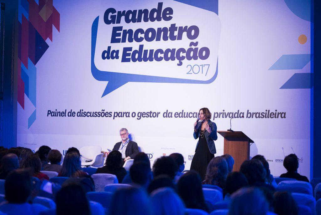 Tatiana Klix, editora-chefe do portal Porvir, expôs dados de pesquisa que ouviu jovens brasileiros sobre o que desejam da educação. (Crédito: Gustavo Morita)