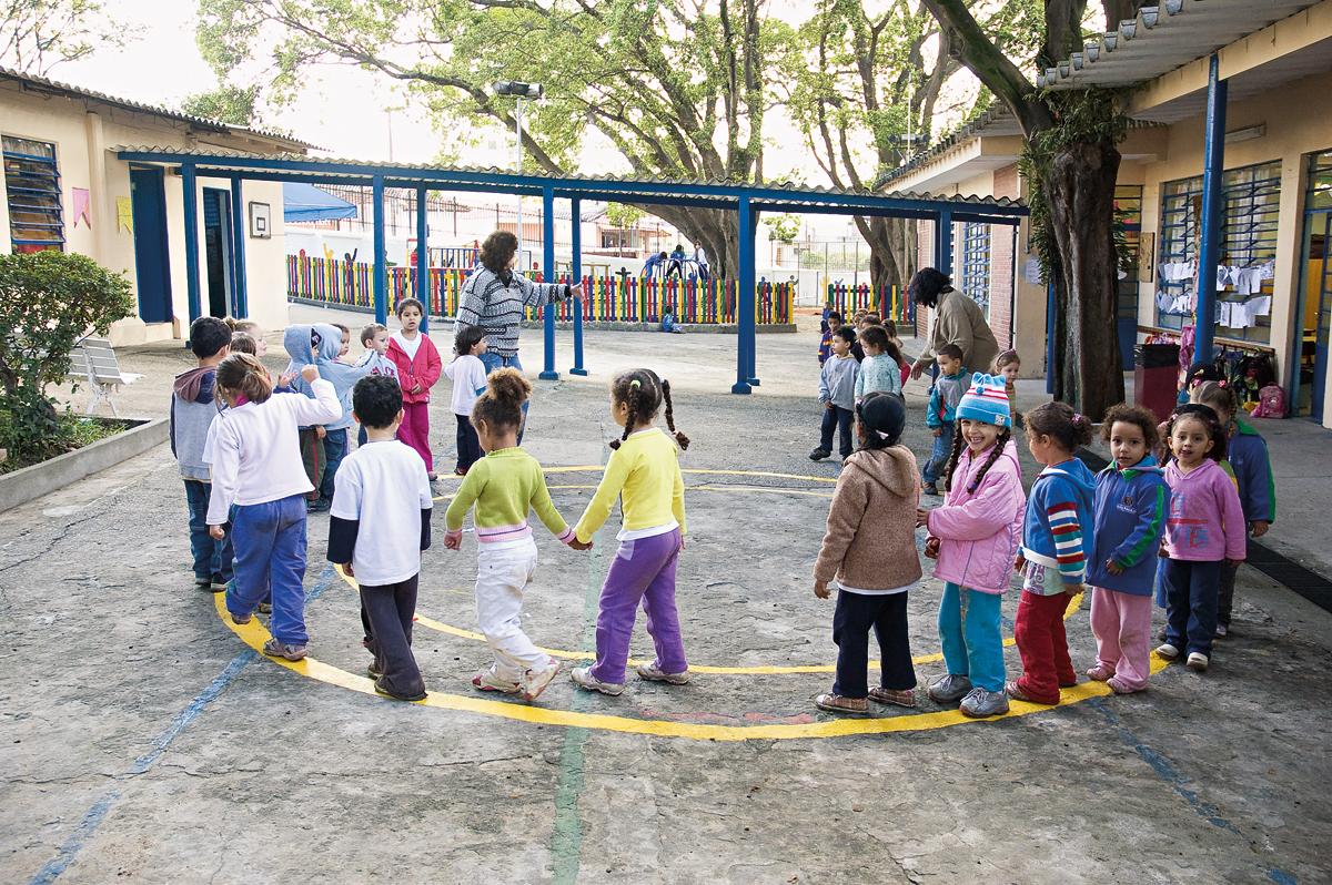 Estudos comprovam que intervenções voltadas à primeira infância beneficiam saúde, bem-estar, desenvolvimento intelectual e produtividade no trabalho na idade adulta