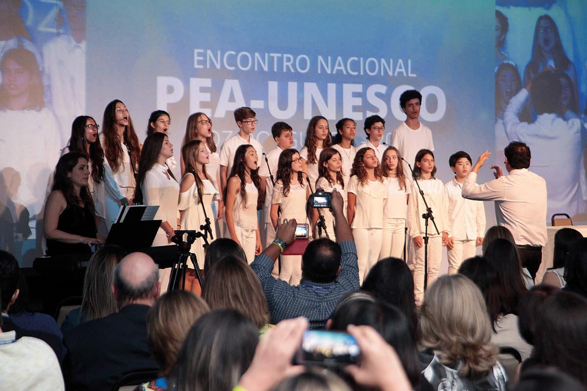 Coral do Colégio Benjamin Constant, escola alemã de São Paulo: canto para a paz. (Crédito: Divulgação)