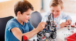 Ensino de ciências ainda sofre com desconexão entre disciplinas e falta de espaço para alunos criarem hipóteses