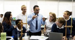 Para abordagem prática no ensino de ciências, professores precisam de formação específica em trabalho