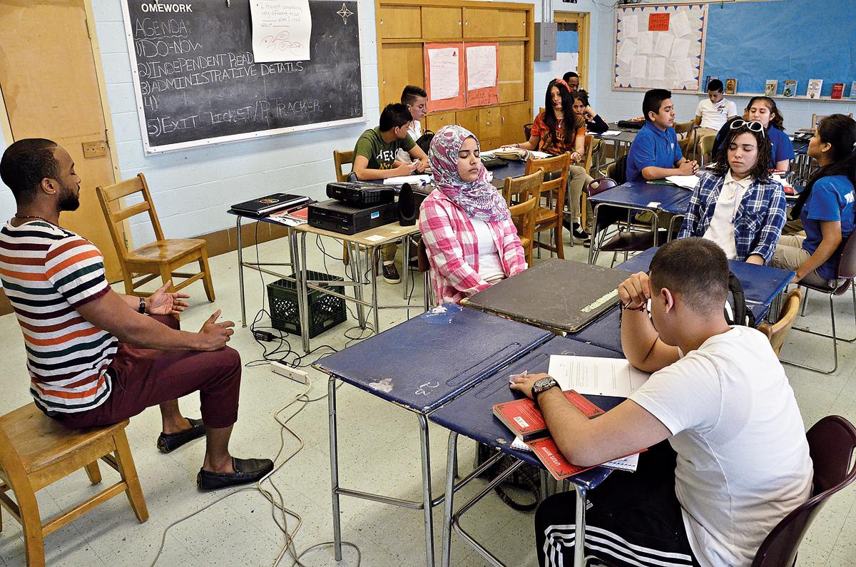 """""""Momento mindfulness"""" em uma sala de aula em Odenton, Maryland, nos Estados Unidos (Crédito: Amy Davis/ZUMA Press/Corbis/latinstock)"""