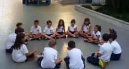 Escolas adotam mindfulness e outras técnicas meditativas para desenvolver habilidades socioemocionais dos alunos