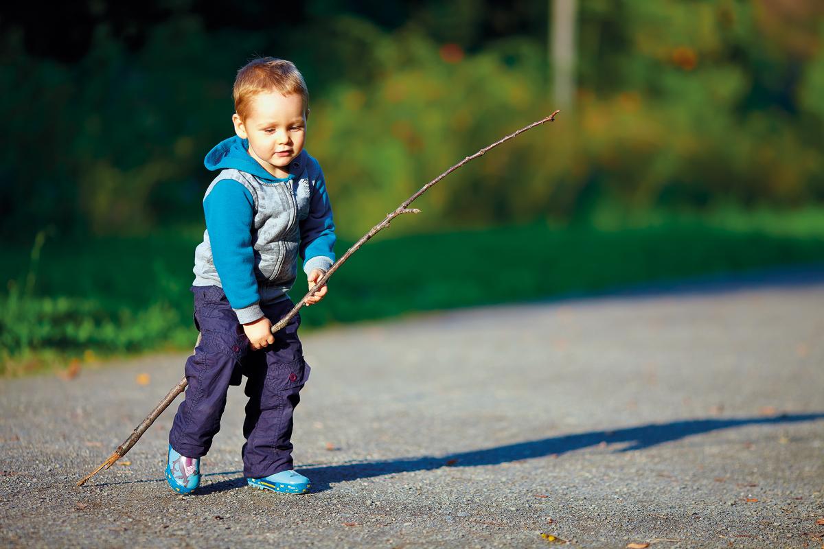 Brincadeira é muito importante para desenvolvimento da criança. (Crédito: Shutterstock)