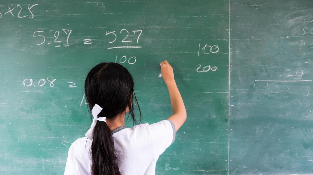 Desigualdade entre meninos e meninas no acesso à educação é pauta importante no debate educacional (Crédito: Shutterstock)