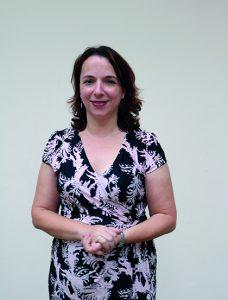 pedagoga discute segunda língua a crianças
